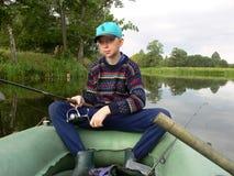 男孩捕鱼年轻人 免版税图库摄影
