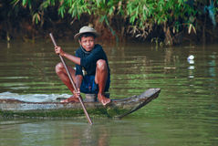 男孩捕鱼高棉年轻人 库存图片