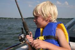 男孩捕鱼 库存图片