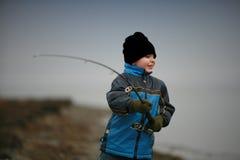 男孩捕鱼 免版税库存照片