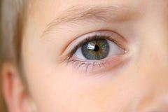 男孩接近的眼睛s 免版税库存照片