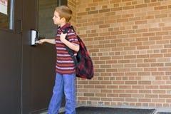 男孩日第一所愉快的学校 免版税图库摄影