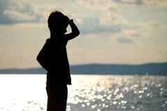 男孩是在海滩 免版税库存照片