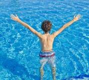 男孩是在游泳池 免版税库存照片