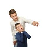 男孩显示惊奇对他的弟弟的某事 图库摄影