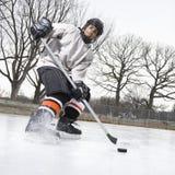男孩曲棍球冰使用 库存照片