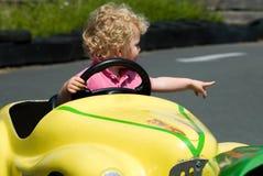男孩有汽车的乐趣 图库摄影