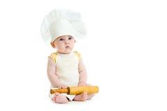 男孩查出少许针滚的厨师帽子 免版税库存图片