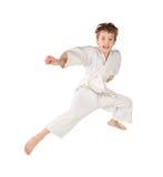 男孩查出的跳的空手道和服白色 图库摄影