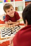 男孩棋使用的一点 免版税库存图片