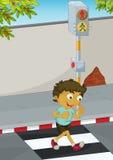 男孩横穿路 免版税库存图片