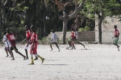男孩橄榄球使用 免版税库存照片