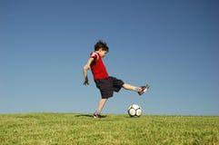 男孩橄榄球 免版税库存图片