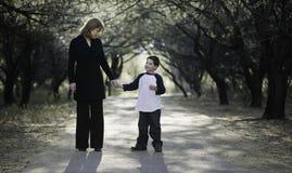 男孩母亲 免版税图库摄影
