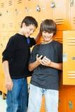 男孩比赛青少年的录影 免版税库存照片