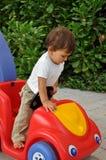 男孩汽车少许坐的玩具 免版税库存图片