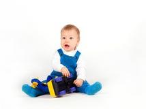 男孩汽车愉快的小的使用的玩具 免版税图库摄影