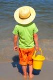 男孩海边 免版税图库摄影