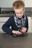 男孩清洁厨房 库存照片