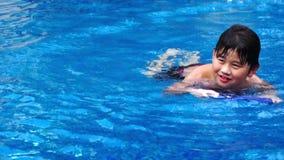 男孩游泳 股票录像