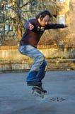 男孩溜冰板运动 免版税库存图片