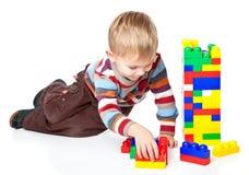 男孩滑稽lego使用 库存图片