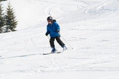 男孩滑雪 免版税库存照片