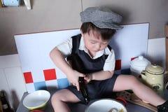 男孩烹调 库存照片