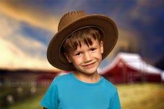 男孩牛仔帽一点 免版税库存图片