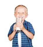 男孩玻璃愉快牛奶纵向微笑 免版税库存图片