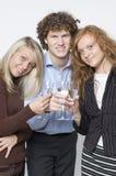 男孩玻璃香槟的女孩 免版税库存照片