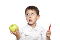 男孩用苹果和铅笔 免版税库存图片