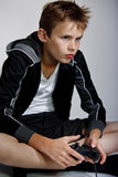 男孩电脑游戏使用 免版税库存照片
