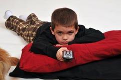男孩电视注意 免版税图库摄影