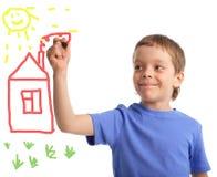 男孩画房子 免版税图库摄影