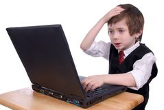 男孩疯狂计算机的膝上型计算机 免版税库存图片