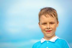 男孩白种人儿童微笑无牙 免版税库存图片