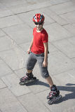 男孩直排轮式溜冰鞋 免版税库存图片