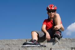 男孩直排轮式溜冰鞋 免版税图库摄影