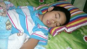 男孩睡觉 免版税图库摄影