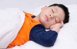 男孩睡觉 免版税库存图片
