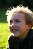 男孩笑的年轻人 免版税库存照片
