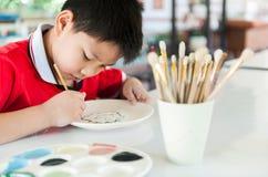 男孩绘画 图库摄影