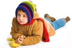 男孩给冬天穿衣 免版税库存照片