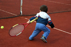 男孩网球 免版税库存照片