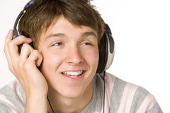 男孩耳机听的音乐少年 免版税库存图片