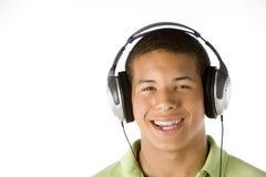 男孩耳机听的音乐少年 免版税库存照片