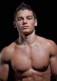 男孩肌肉赤裸纵向性感的年轻人 免版税库存照片