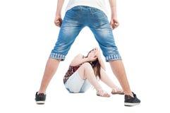 男孩胁迫的女孩 免版税库存照片