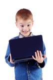 男孩膝上型计算机一点看起来红色惊奇 库存图片
